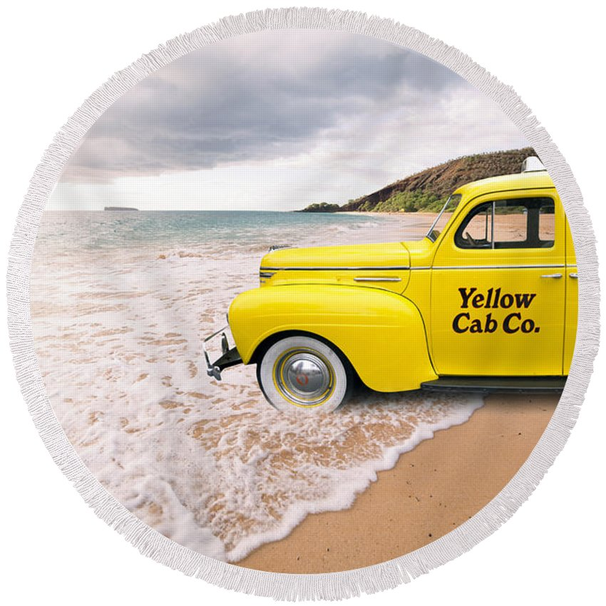 Cab Fare To Maui Round Beach Towel